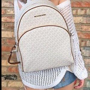 NWT.Michael Kors vanilla/chestnut Abbey backpack